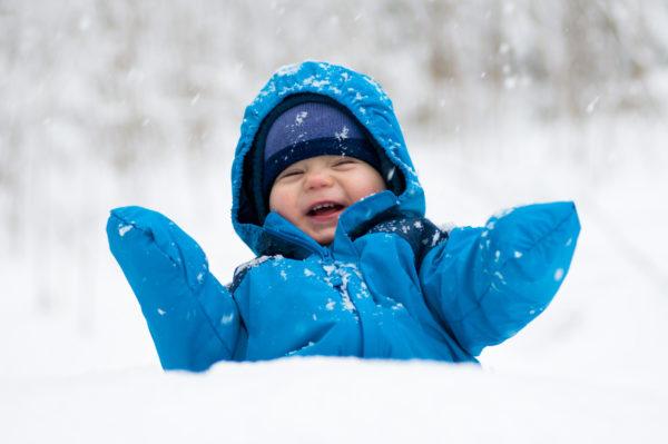 Ознаки, які вкажуть, що дитина замерзла на прогулянці