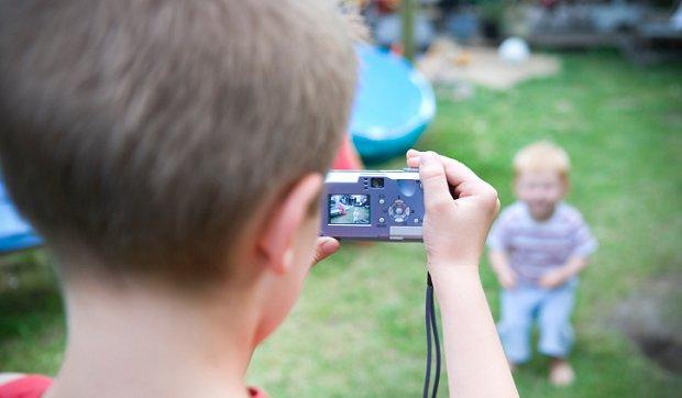 4 ефективних способи розвеселити малюка перед камерою