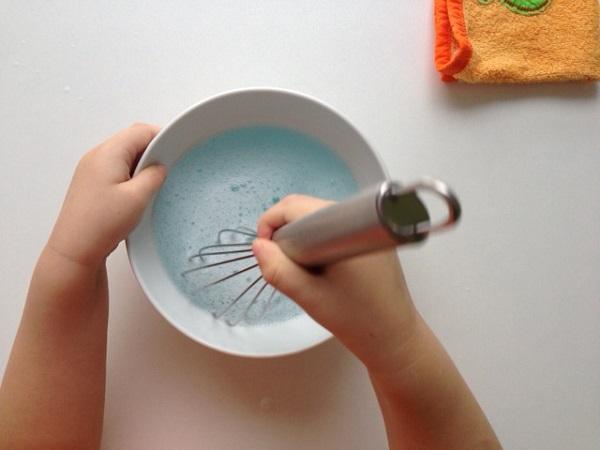 Збивання води з шампунем