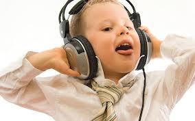 Чому дитина починає пізно говорити?