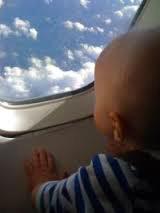Як зробити приємним авіапереліт з грудною дитиною