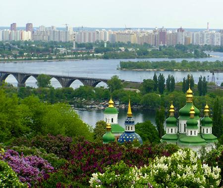 Здрастуй, рідний Київ (вірш). Дніпро, церкви, бузок і каштани цвітуть