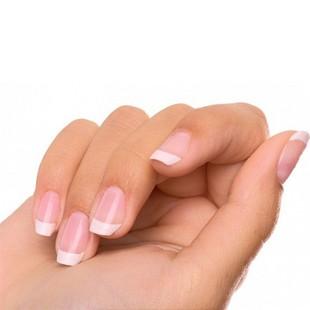 Ребристі нігті на руках