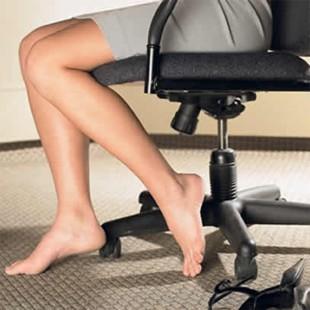 Чому судомить ноги