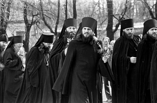 Отець Василь серед братії. Великдень 1990 р.