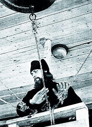 Монах Трофим на дзвіниці