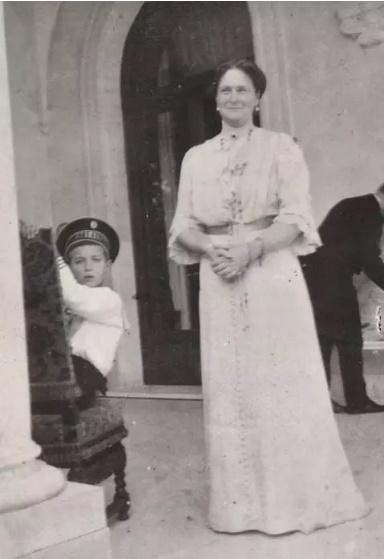 Олександра Федорівна з сином, цісаревичем Олексієм