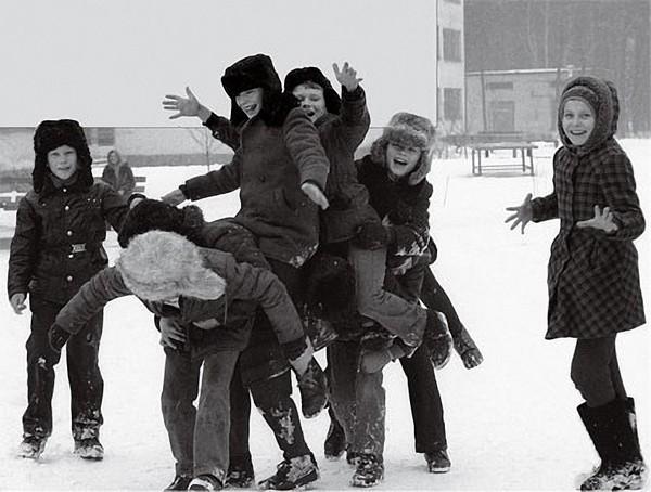 Дитинство без інтернету. Діти на снігу