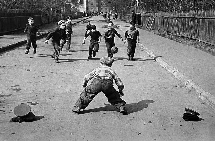 Дитинство без інтернету. Футбол на дорозі