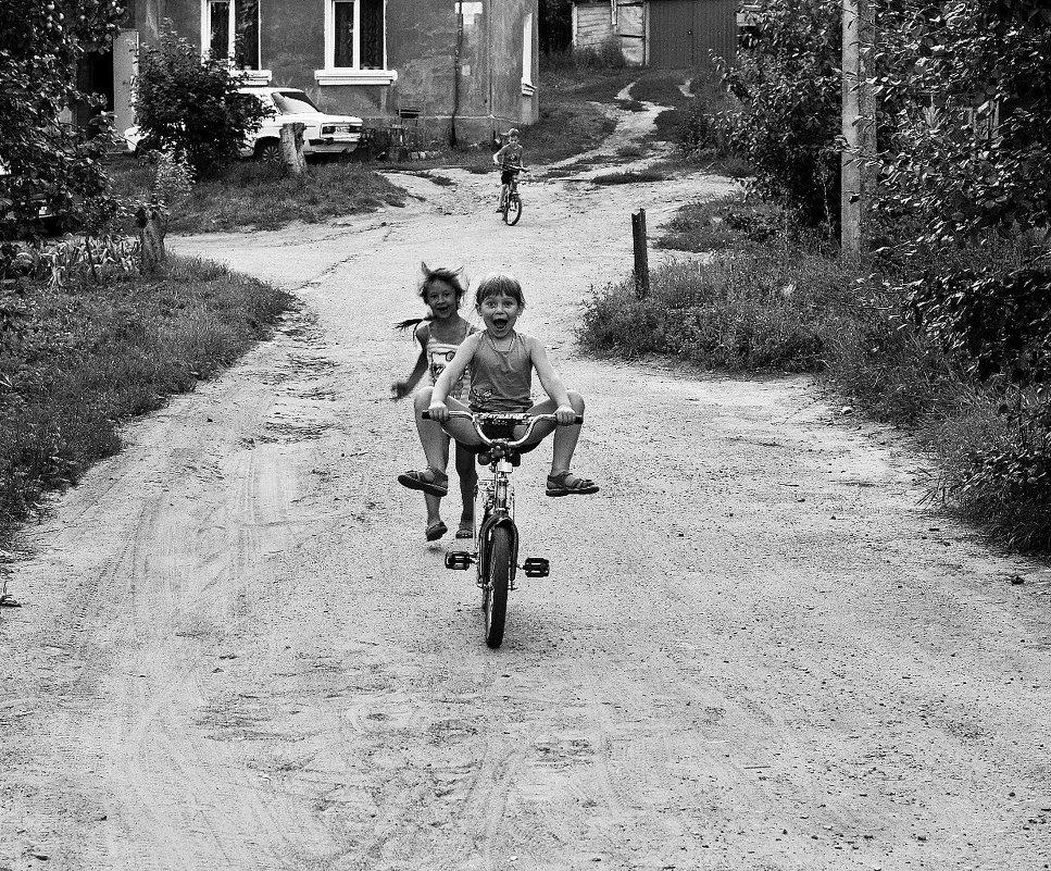 Дитинство без інтернету. На велосипеді
