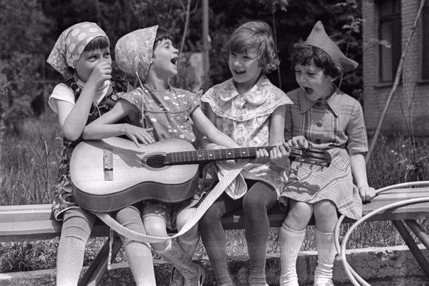 Дитинство без інтернету. Спів з друзями під гітару