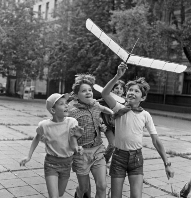 Дитинство без інтернету. Запуск літачка