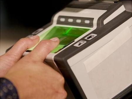 Дактилоскопія - зняття відбитків пальців на біометричний паспорт